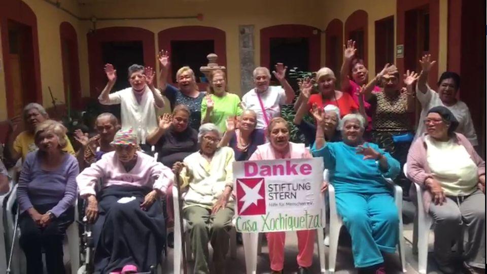 Bewohner des Casa Xochiquetzal, einem Altenheim für Prostituierte in Mexiko-Stadt, bedanken sich für Spenden der stern-Leser