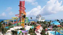 """Die Insel Coco Cay gehört zu den Bahamas: Im Hintergrund liegt die """"Oasis oft he Seas"""" am Kai. Die mehr als 6000 Passagiere unternehmen einen Tagessausflug auf ihre Trauminsel."""
