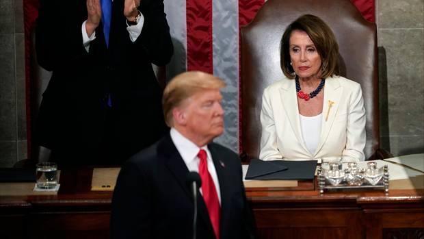 """Bericht - Nancy Pelosi will Donald Trump """"im Gefängnis"""" sehen"""