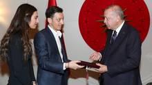 Mesut Özil, Amine Gülse, Recep Tayyip Erdogan