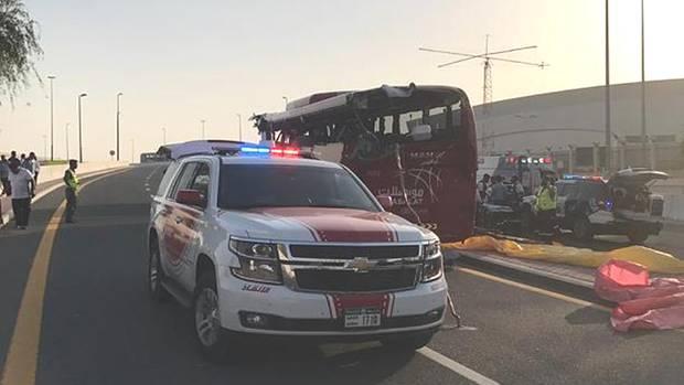 Die Unfallstelleauf einerStraße in Richtung des Flughafens von Dubai