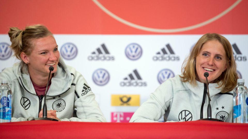 Fußball-WM der Frauen: Alexandra Popp und Britta Carlson bei der PK