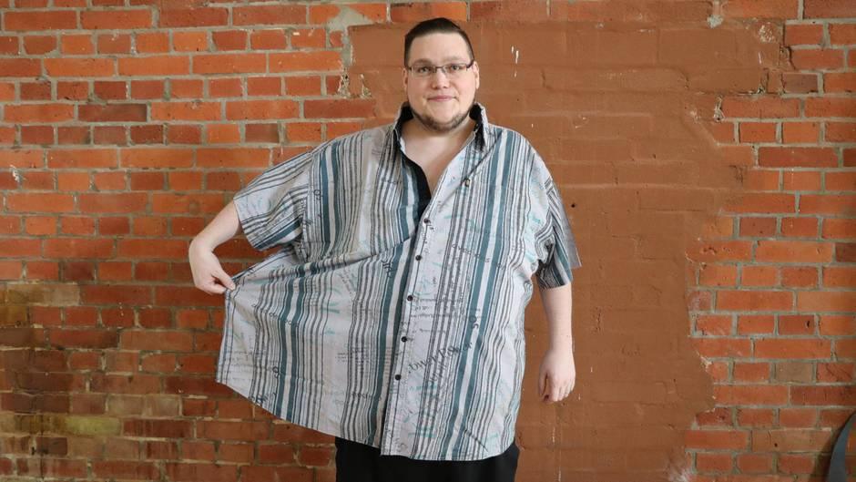 Christopher im zu großen Hemd