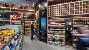 Aldi setzt in China nicht etwa auf besonders günstige Produkte, sondern aufhochwertige Importwaren wie Rindfleisch und Milch aus Australien, Wein aus Frankreich und Italien sowieBioprodukte.