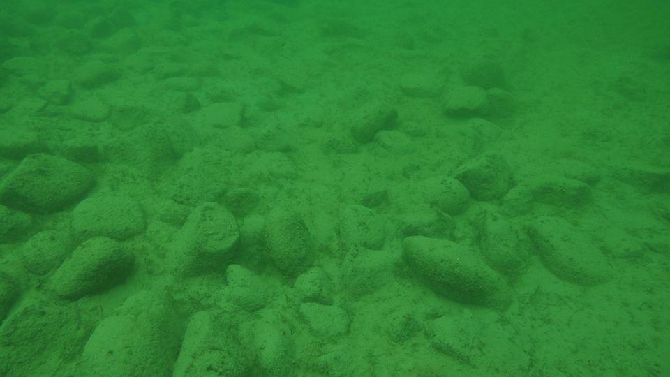 Unterwasseraufnahme von Hügel fünf. Die auf der Schweizer Seite des Bodensees entdeckten rätselhaften Steinhügel sind von Menschen aufgeschüttet worden