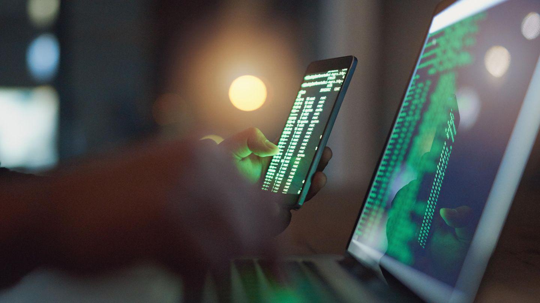 Der Laptop vereinigt die Werkzeuge der sechs größten Cyberattacken (Symbolbild)