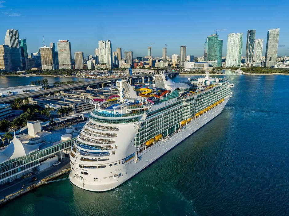 Hier gehen täglich bis zu 15.000 Passagiere an Bord: der Kreuzfahrthafen von Miami auf Dodge Island