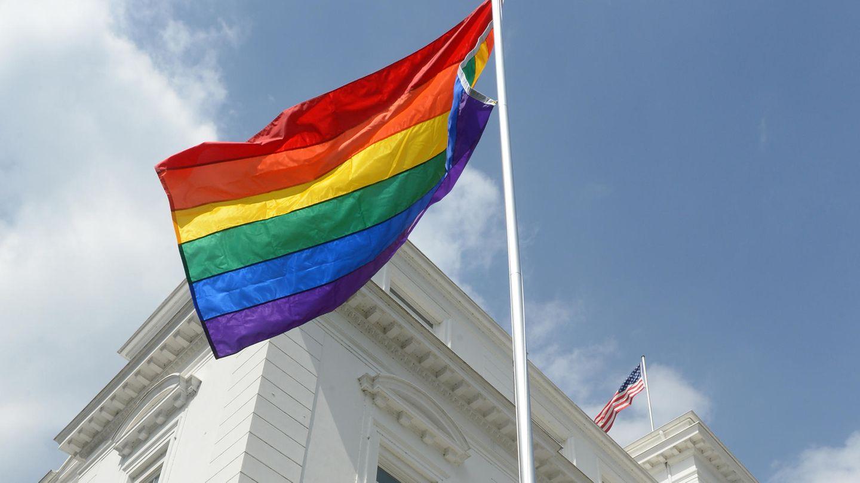 Regenbogenflagge US-Konsulat