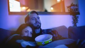 Auf der heimischen Couch machen Filme Spaß