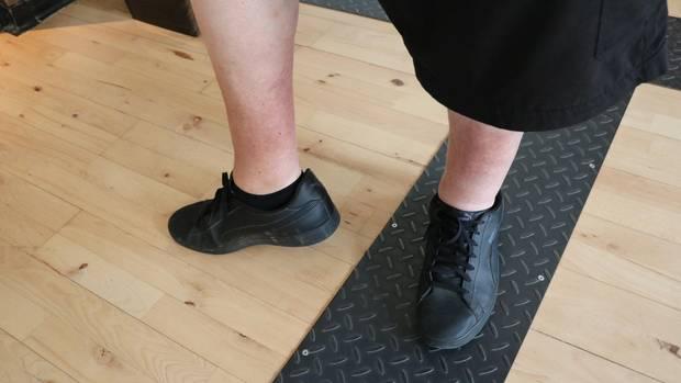 An den Beinen sind nach wie vor rote Flecken zu sehen