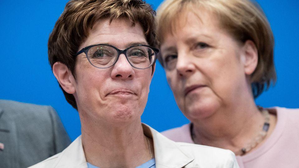 Annegret Kramp-Karrenbauer und Angela Merkel (beide CDU)