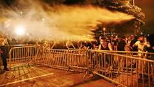 Polizei geht in Hongkong mit Wasserwerfern gegen Demonstranten vor