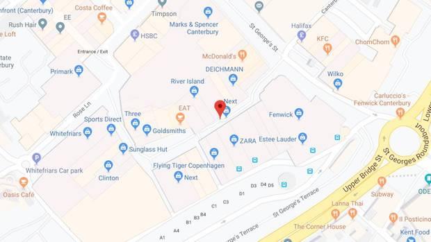Die folgenschwere Prügelei soll sich laut britischen Medien in der Innenstadt von Canterbury, in der Whitefriars Street, ereignet haben (rote Markierung)