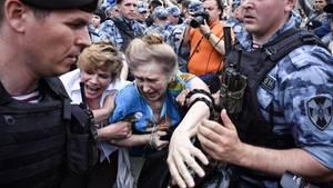Bei unerlaubten Protesten in Moskau (Russland)gab es Dutzende Festnahmen