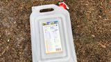 """Mein wichtigster Gegenstand beim Campen ist:  """"Dieser faltbare Wasserkanister. Da passen 9,4 Liter rein und mit dem kann ich den Wassertank unseres Campers auffüllen. So haben wir immer ausreichend Wasser für Kaffee oder Espresso."""" (Janine)"""