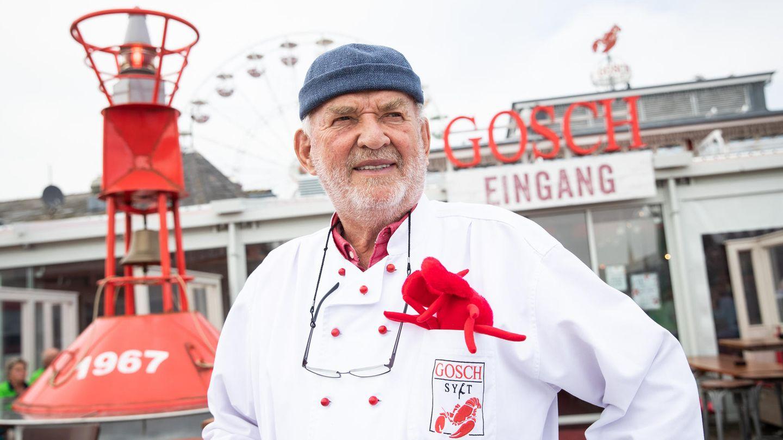 Promi-Gastronom Jürgen Gosch vor seinem Restaurant im Hafen von List auf Sylt