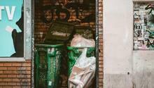 "Weggeworfene Lebensmittel aus Mülltonnen ""retten"" ist in Deutschland illegal (Symbolbild)"