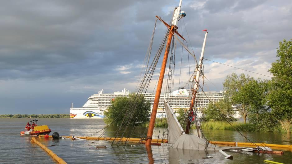 Schiffskollision auf der Elbe: Video zeigt Sekunden vor dem