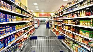Ein Gang in einem Supermarkt