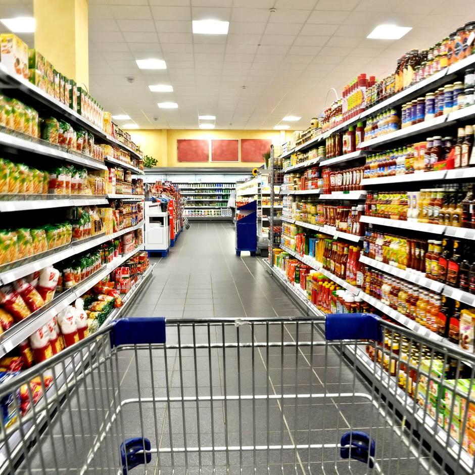 Vom Wagen bis zum Regalplatz: Verbraucherschützer warnen vor diesen 5 Supermarkt-Tricks