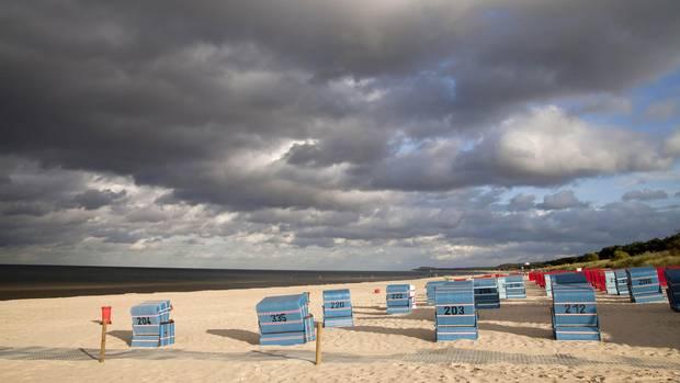 Strandkörbe beim Ostseebad Trassenheide auf der Insel Usedom.