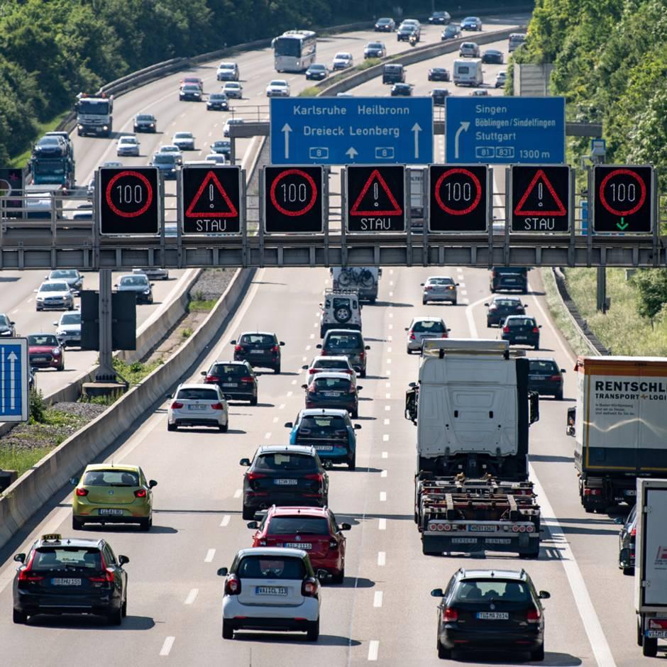 News am Wochenende: Anti-Stau-Plan: Autobahnen sollen auf bis zu acht Fahrstreifen ausgebaut werden