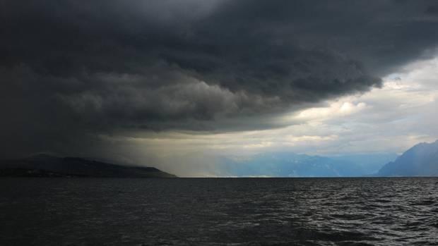 Sturmfront über dem Genfer See.