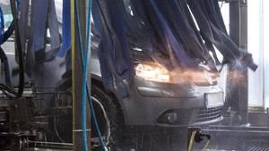 nachrichten deutschland - ein Auto in der waschanlage