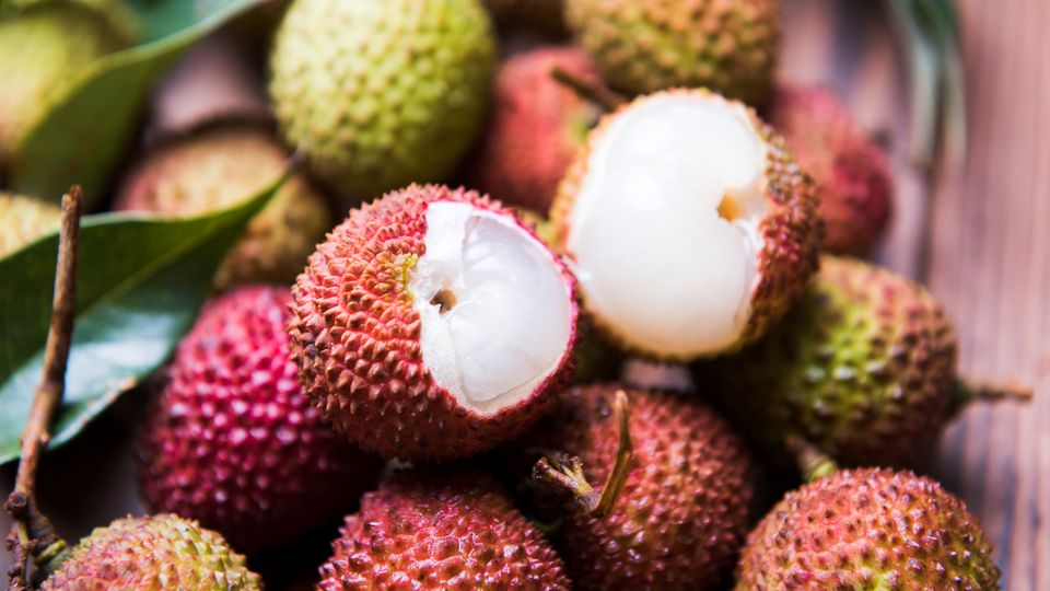 Die süße Litschi-Frucht ist ein begehrter Snack