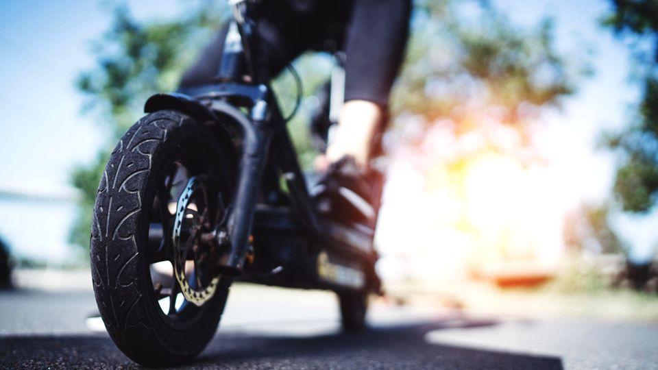 Das Vorderrad eines E-Scooters