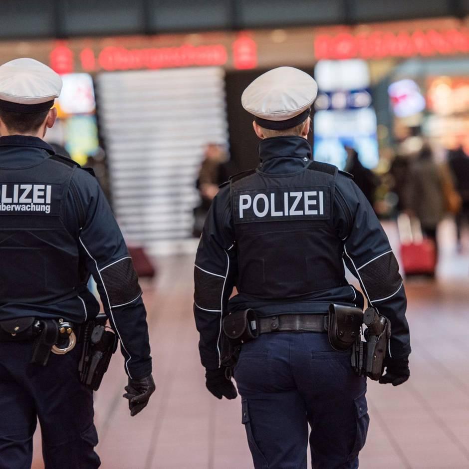Nachrichten aus Deutschland: Kein Burger zum Frühstück: Mann droht mit Mord und wirft Sahne um sich