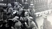 Die Reichwehr schlägt die Unruhen nieder.