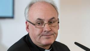 Regenburger Bischof Rudolf Voderholzer  mit Halbglatze und Brille