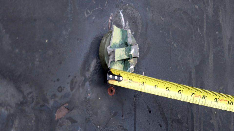 DiesesFoto zeigt nach Angaben der US-Marine die Reste eines Magneten