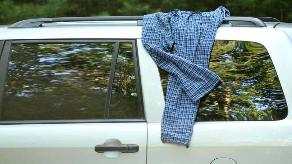 Hose auf Autodach