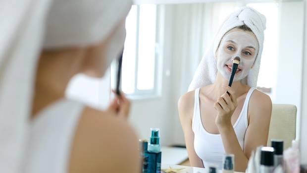 Regelmäßige Peelings verbessern das Hautbild