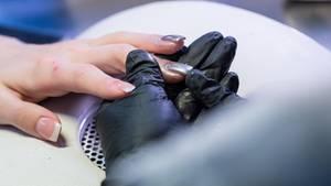 Arbeitgeber dürfen Gelnägel aus Hygienegründen untersagen
