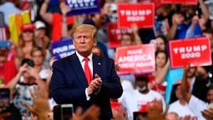 Donald Trump zum Wahlkampfauftakt inmitten seiner Anhänger in Orlando