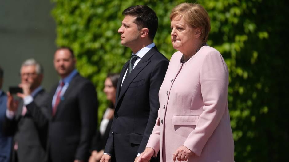 Das Netz stärkt Merkel nach ihrem Schwächeanfall den Rücken