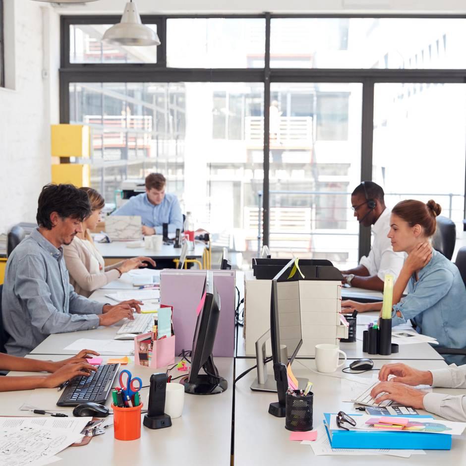 Arbeitszeiterfassung: Zwischen Stechuhr und Vertrauen - wenn Start-ups auf Kontrolle der Arbeitszeit setzen