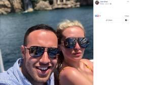 Josh Silver und seine Freundin machen ein Selfie in der Türkei