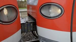Zwei mit einer Kupplung verbundene Waggons als Symbolfoto für Nachrichten aus Deutschland
