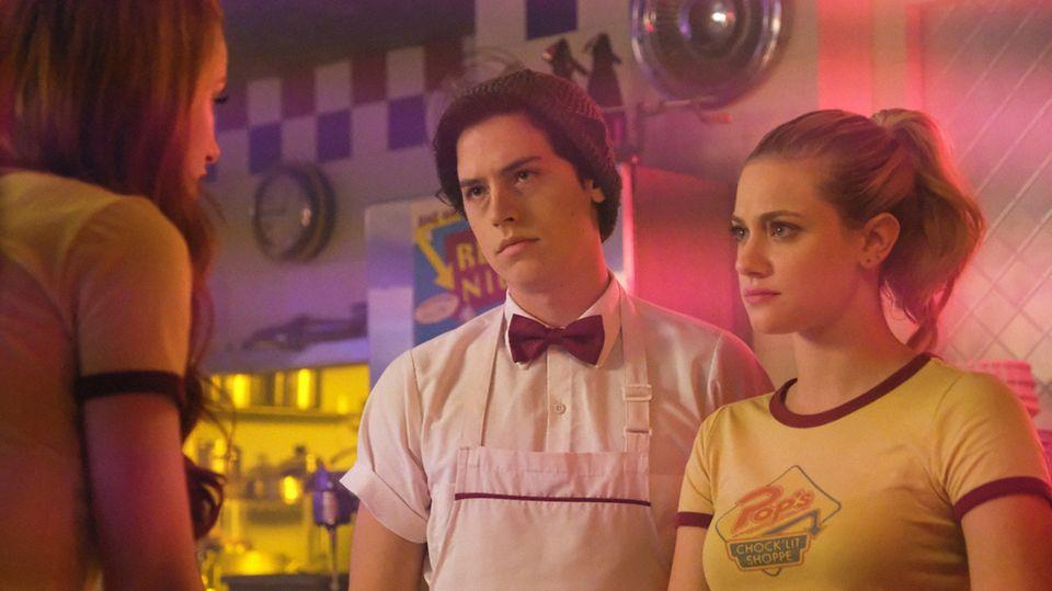 """DieLiebe zwischen Betty und Jughead trotzt in """"Riverdale"""" den Herausforderungen"""