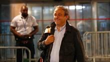 Michel Platini, früherer UEFA-Präsident, kommt aus einer Polizeistation in Nanterre