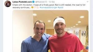 """""""Ckeck mit dem Arzt"""": Lukas Podolski musste sich in einer Kölner Klinik am rechten Ohr operieren lassen"""