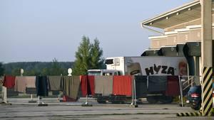In einem Kühl-Lkwauf der Autobahn A4 wurden im August 2015 71 tote Flüchtlinge entdeckt