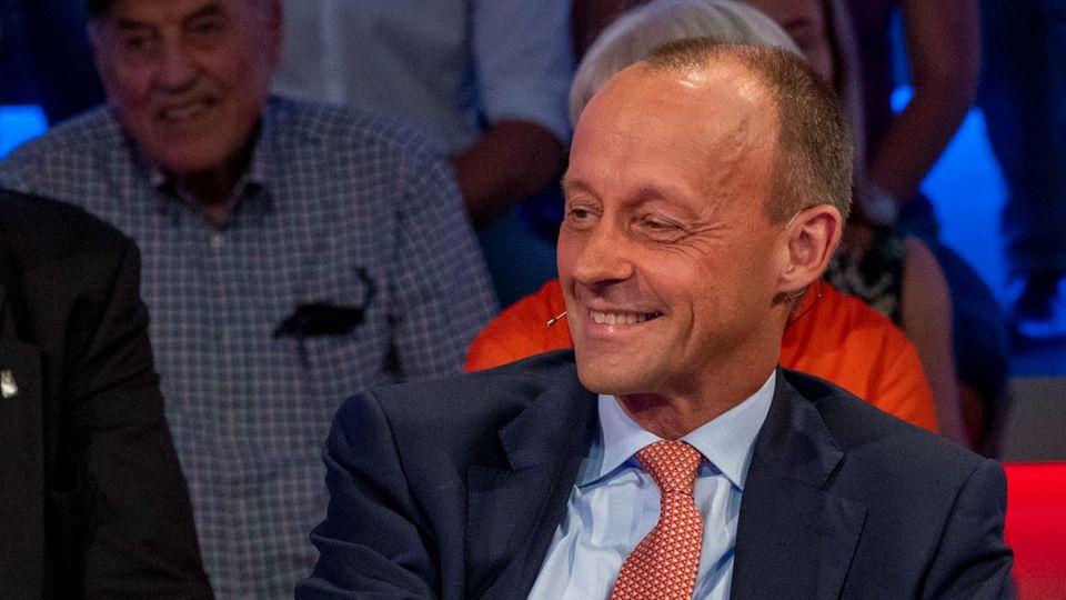 Friedrich Merz lächelt bei Maischberger in der ARD - Ich kann Kanzler strahlt er aus