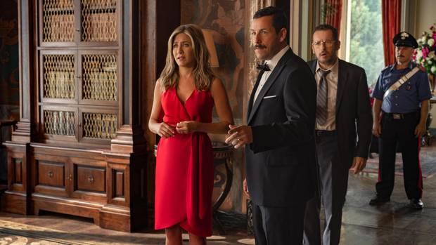 """Szene aus dem Netflix-Film """"Murder Mystery"""" mit Jennifer Aniston und Adam Sandler"""