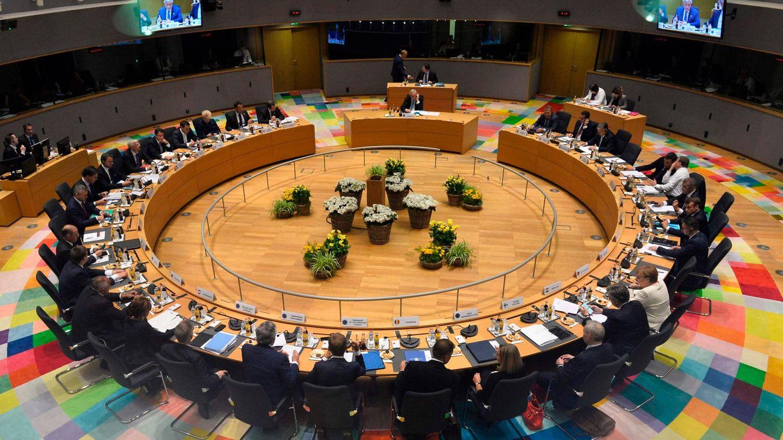 EU-Gipfel in Brüssel: Am rechten unteren Bildrand ist Kanzlerin Merkel im hellen Blazer zu sehen.