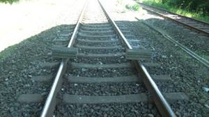 Betonplatten auf den Schienen der Bahnstrecke zwischen Hamburg und Westerland auf Sylt